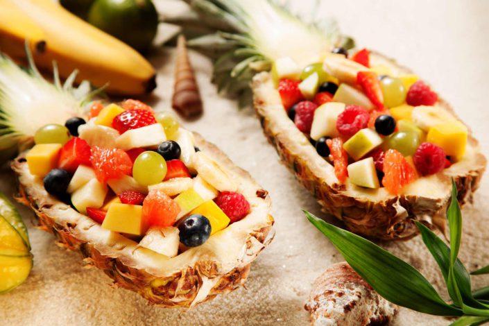 fruits dans un ananas, exemple de dessert servi lors d'une reception à gassin